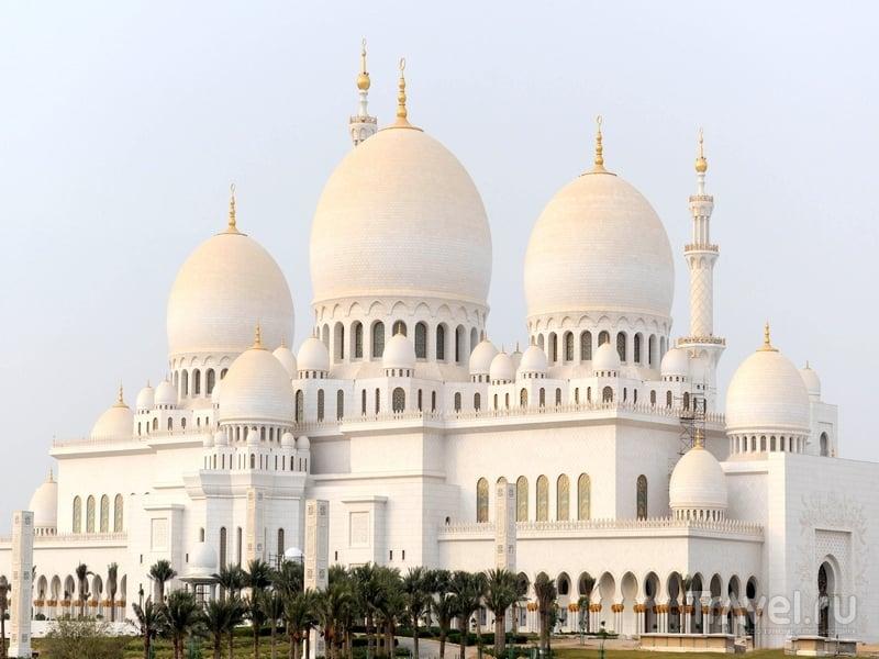 Величественная мечеть Шейха Заеда - символ современной исламской архитектуры Абу-Даби / ОАЭ