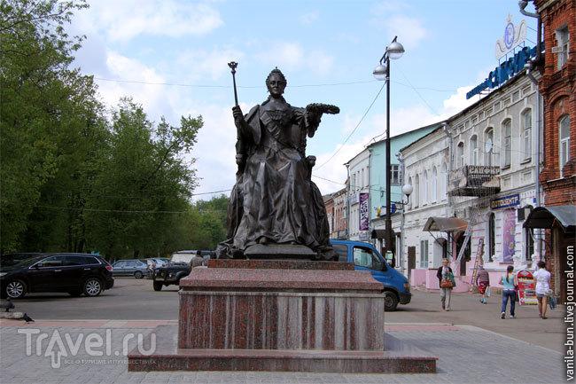 Памятник Екатерине Второй в Вышнем Волочке / Фото из России