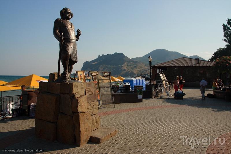 Памятник Максимилиану Волошину в Коктебеле / Фото с Украины