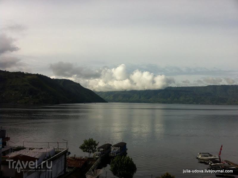 Озеро Тоба на острове Суматра / Индонезия