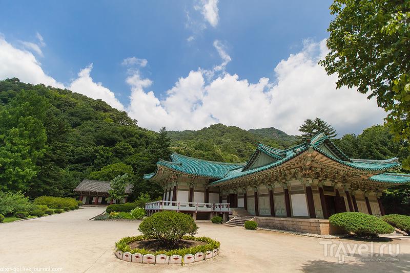 Северная Корея. Музей подарков, Буддийский храм, гора Мёхансан и пещера Ренмун / Фото из Северной Кореи