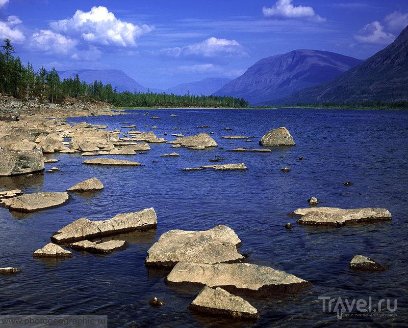 Перевал между озёрами Кутарамакан и Кета, Россия / Фото из России
