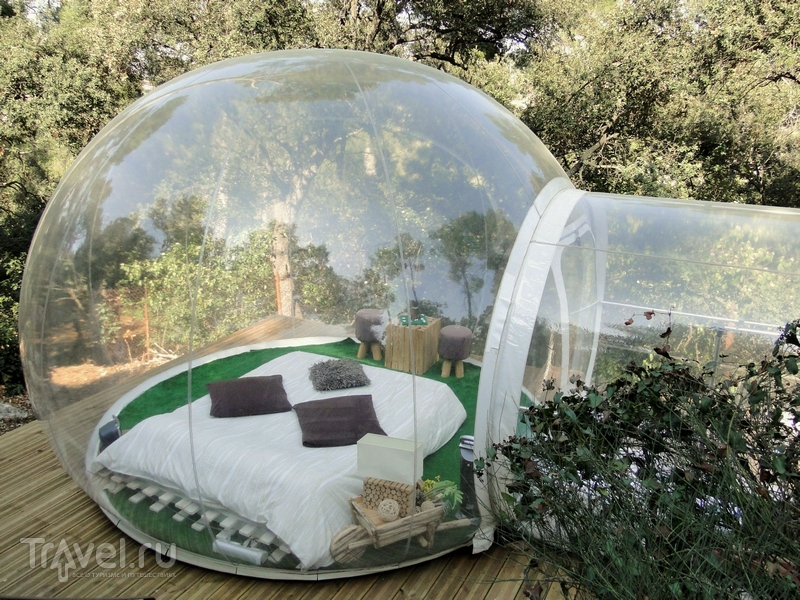 Капсулы-полусферы французского отеля Attrap'Reves напоминают огромные мыльные пузыри / Франция
