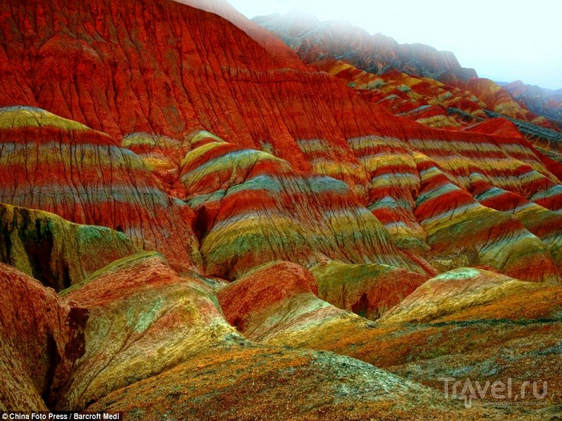 Формы рельефа и горных пород в заповеднике Данься различаются по цвету, текстуре и размерам / Китай