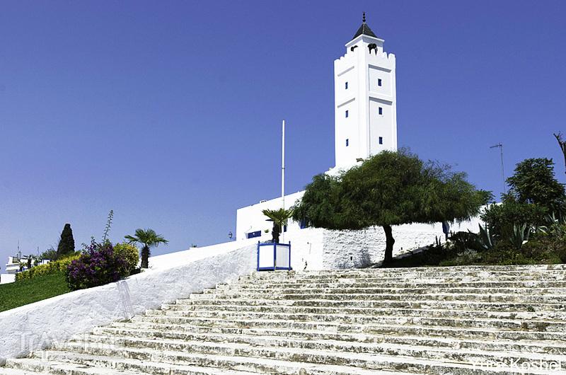 Дом арабской и средиземноморской музыки во дворце Рудольфа д'Эрланже в  Сиди-бу-Саиде, Тунис / Фото из Туниса