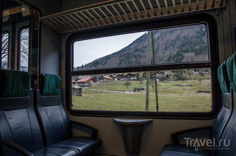 Вид из поезда в долине Лаутербруннен / Фото из Швейцарии