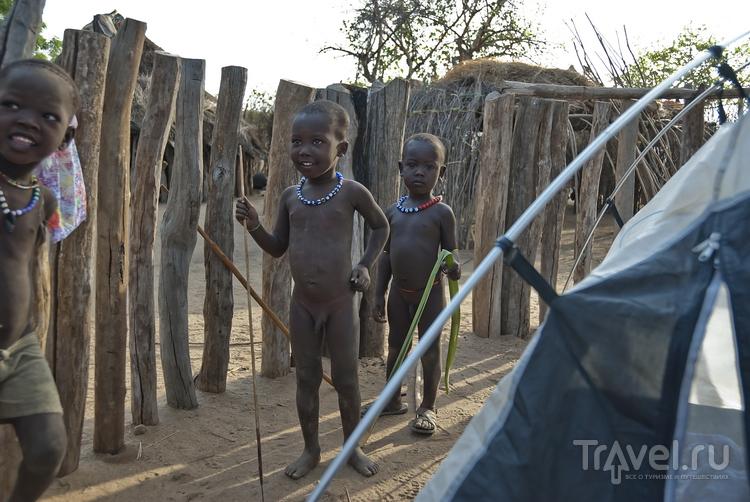 В деревне племени Каро, Эфиопия / Фото из Эфиопии