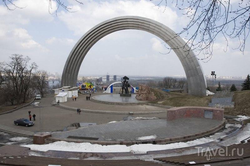 Арка Дружбы Народов в Киеве, Украина  / Фото с Украины