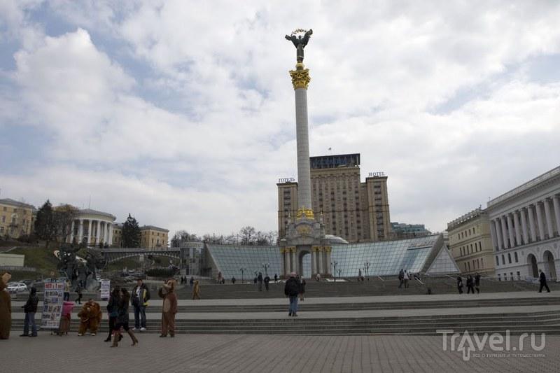 Монумент Независимости, отель Украина и торгово-развлекательный комплекс Глобус в Киеве, Украина  / Фото с Украины