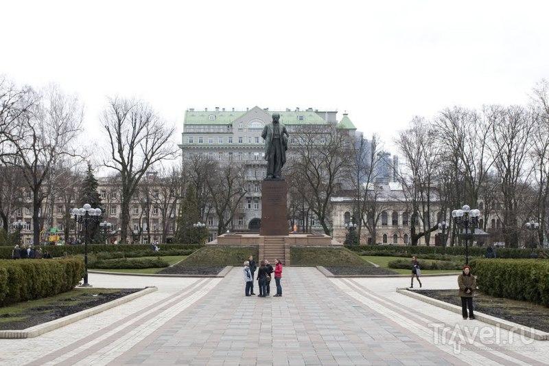 Памятник поэту Тарасу Шевченко в Киеве, Украина  / Фото с Украины