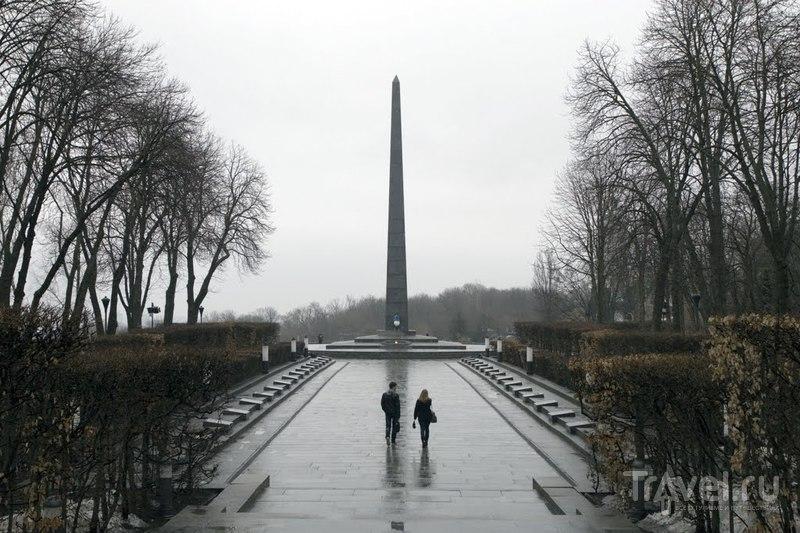 Могила Неизвестного Солдата, Обелиск славы в Киеве, Украина  / Фото с Украины