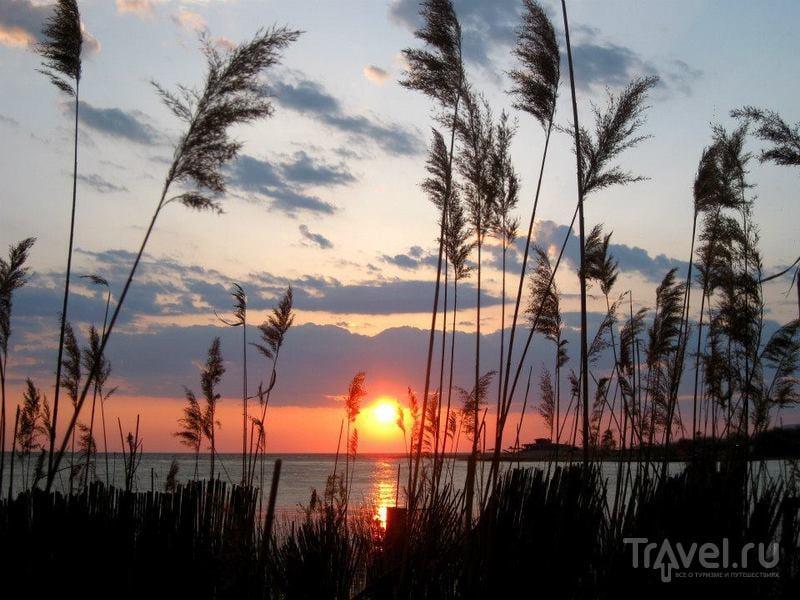 Закат и пляж на Ада-Бояне в Черногории / Черногория