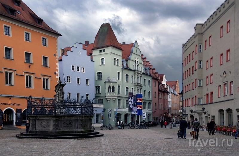 Площадь перед Дворцом юстиции в Регенсбурге, Германия / Фото из Германии