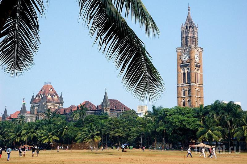 Здание Верховного Суда и башня Rajabai Tower в Мумбаи, Индия / Фото из Индии