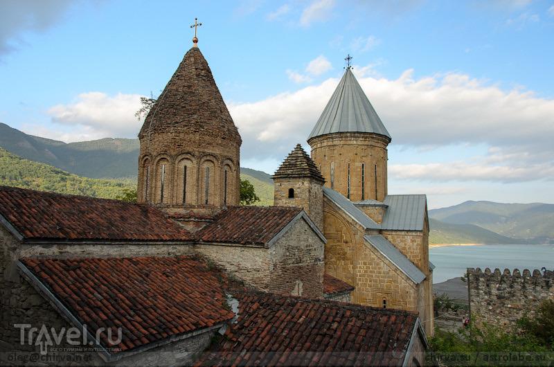 Крепость Ананури и церковь Успения, Грузия / Фото из Грузии