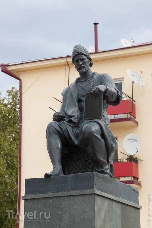 Памятник Шота Руставели в Ахалцихе, Грузия / Фото из Грузии