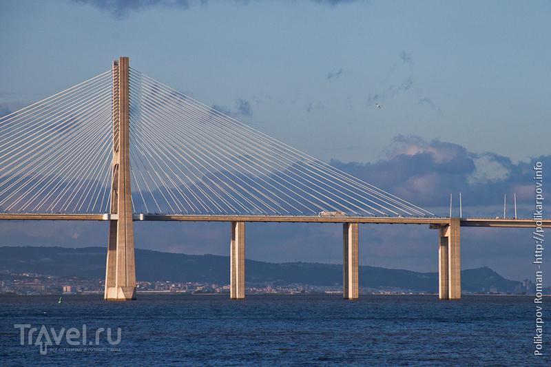 Мост Васко да Гама в Лиссабоне, Португалия / Фото из Португалии