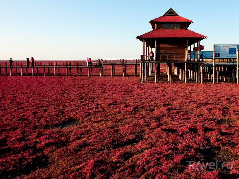 Туристический комплекс в заповеднике Шуантай-Хэкоу, Китай / Китай