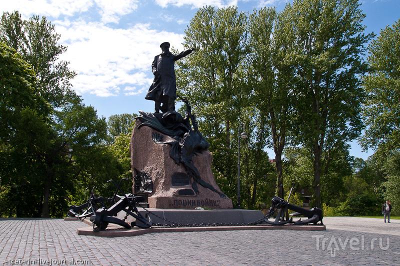 Памятник адмиралу Макарову в Кронштадте, Россия / Фото из России
