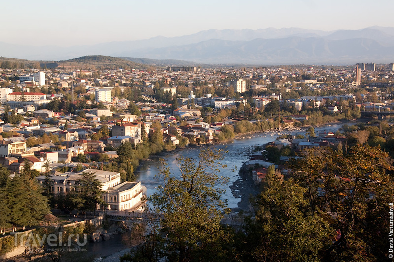 Река Риони и Белый мост в Кутаиси, Грузия / Фото из Грузии