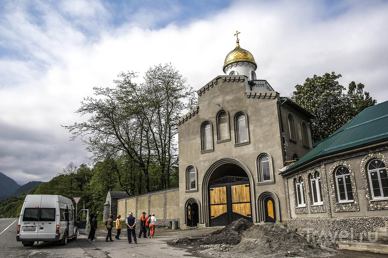 Аланский женский монастырь в Северной Осетии, Россия / Фото из России