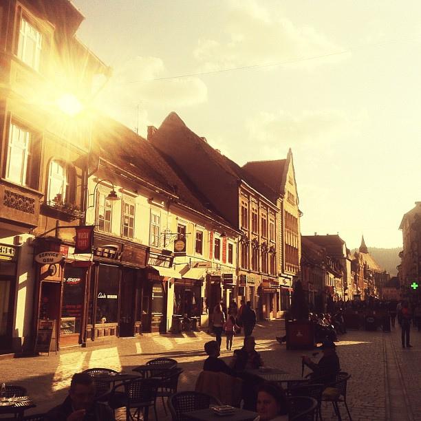 Улица страда Републичий в Брашове, Румыния / Фото из Румынии