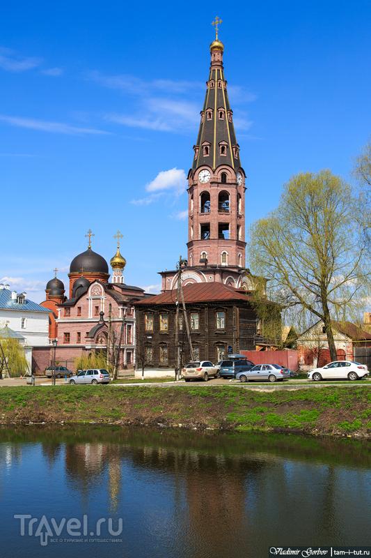 Колокольня Свято-Троицкого мужского монастыря в Алатыре, Россия / Фото из России