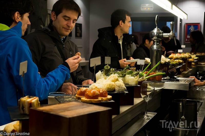 Пинчос-бар в Сан-Себастьяне, Испания / Фото из Испании