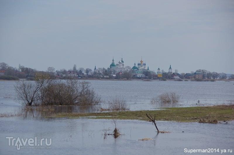 Разлив на озере Неро / Россия