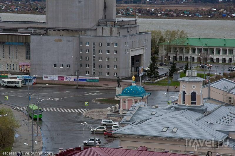 Памятник Ленину и часовня Иверской Божьей матери в Томске, Россия / Фото из России