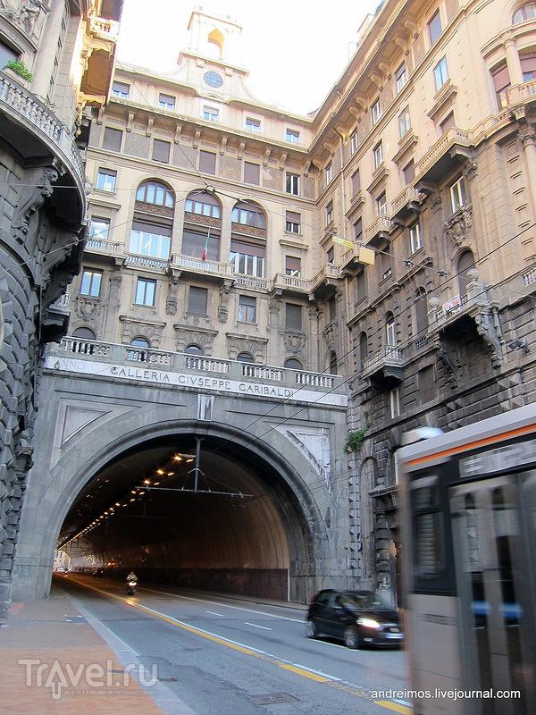 Галерея Джузеппе Гарибальди (Galleria Giuseppe Garibaldi) в Генуе, Италия / Фото из Италии