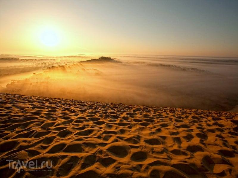 Закат на дюне Пила, расположенной в горле Аркашонского залива на юго-западе Франции / Франция