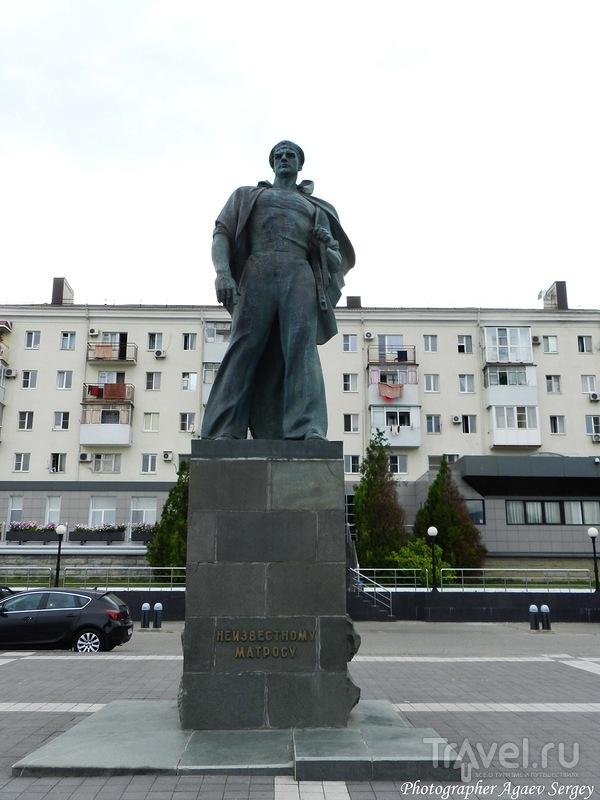 Памятник Неизвестному матросу в Новороссийске, Россия / Фото из России
