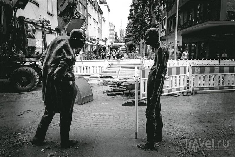 Скульптурная композиция Auseinandersetzung в Дюссельдорфе, Германия / Фото из Германии