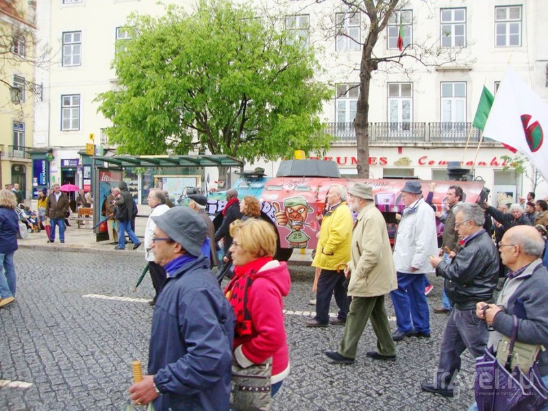 Лиссабон. 25 апреля - День революции красных гвоздик / Португалия