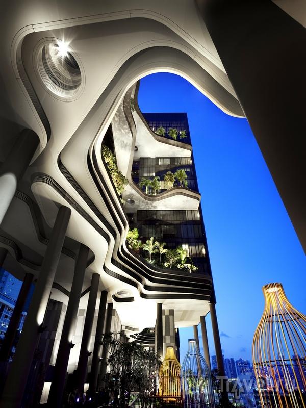 При отделке гостиницы Parkroyal on Pickering использовались натуральные материалы / Сингапур