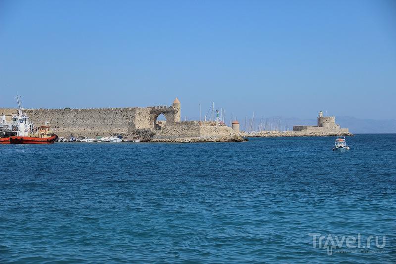 Гавань Мандраки, порт Святого Николая на острове Родос, Греция / Фото из Греции