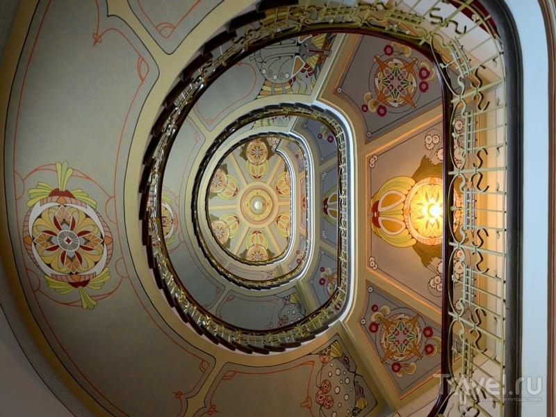 Лестница в рижском Музее ар-нуво, Латвия / Латвия