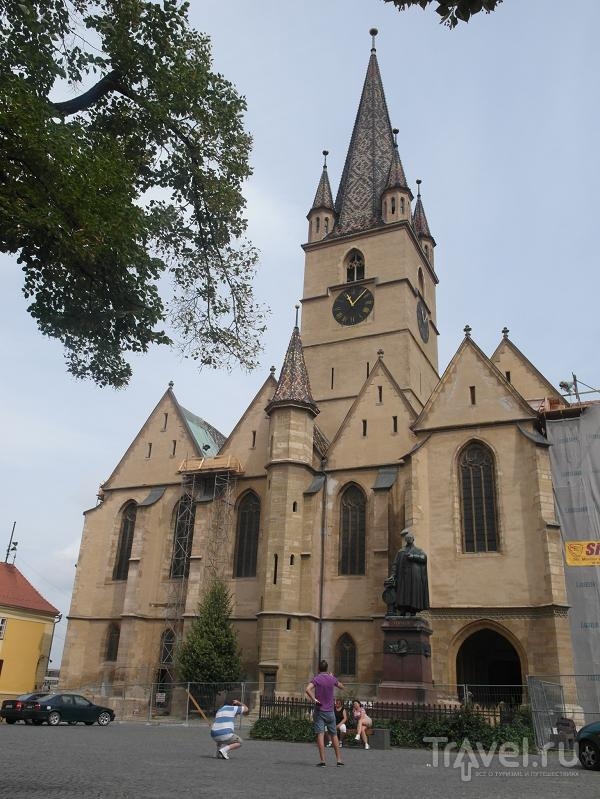 Собор Святой Марии на площади Albert Huet в Сибиу, Румыния / Фото из Румынии