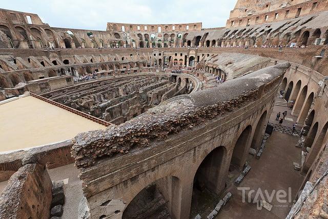 Рим. Колизей и храмы католической церкви / Италия