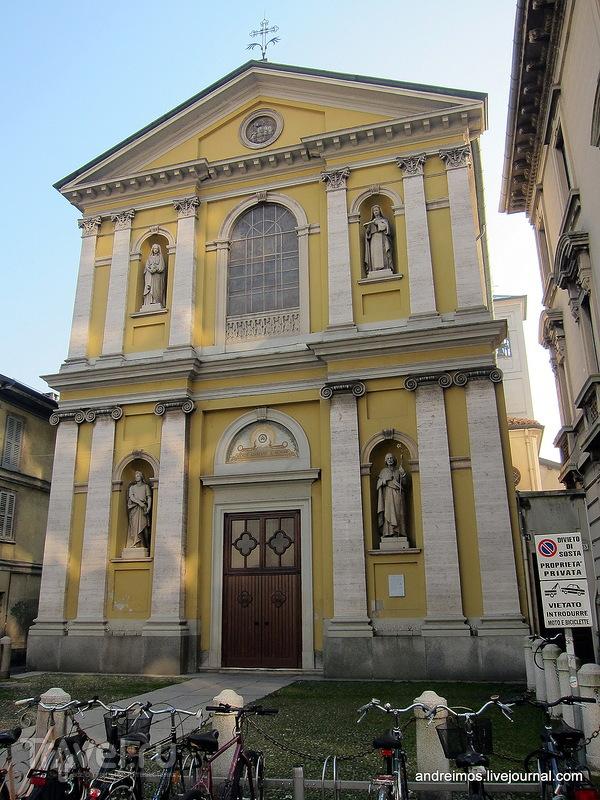 Церковь Св. Марии Магдалины и Св. Терезы (Chiesa di Santa Maria Maddalena e Santa Teresa)  в Монце, Италия / Фото из Италии