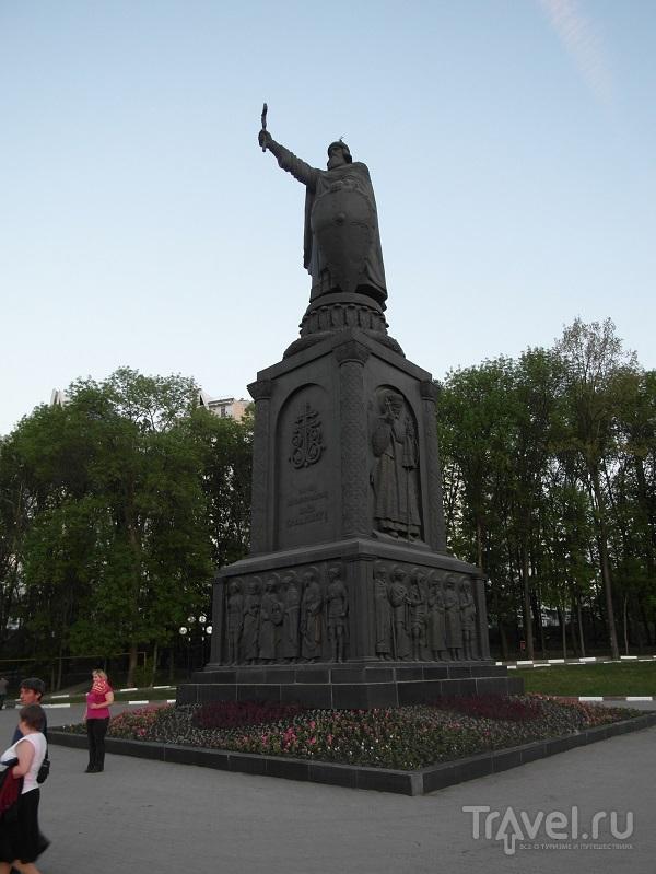 Памятник Владимиру Великому в Белгороде, Россия / Фото из России