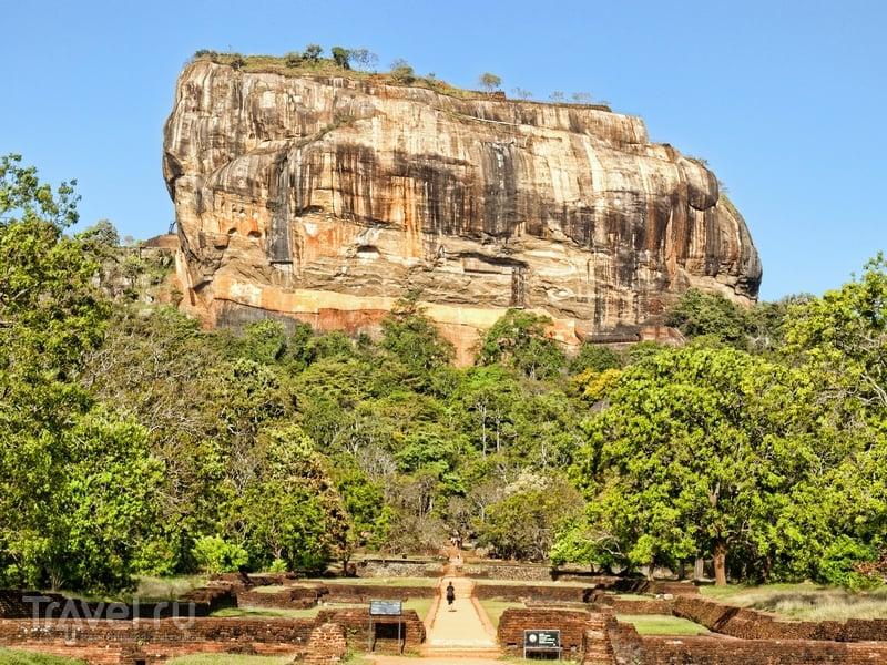 Сигирия, или Львиная скала, расположена в центральной части острова Шри-Ланка / Шри-Ланка
