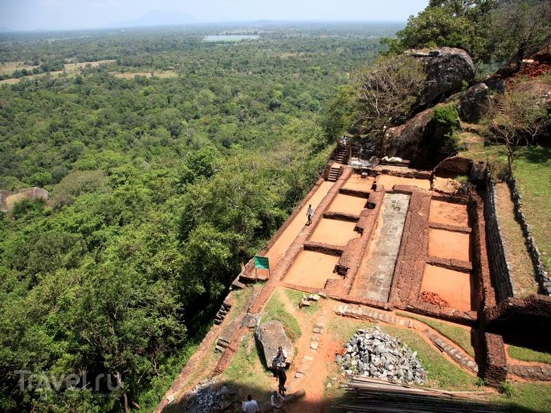 Окружающие скалу Сигирия живописные ландшафты Шри-Ланки / Шри-Ланка