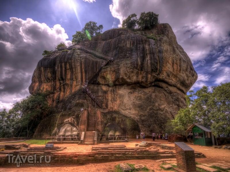 Сложные ландшафты дворцово-крепостного комплекса Сигирия на Шри-Ланке / Шри-Ланка