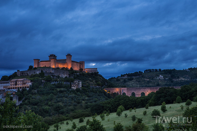 Rocca Albornoziana в Сполето, Италия / Фото из Италии