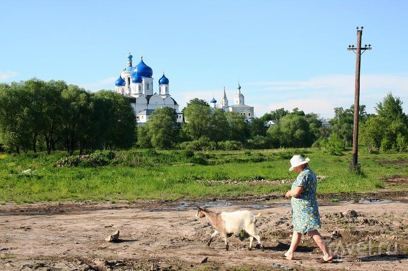 В поселке Боголюбово, Россия / Фото из России