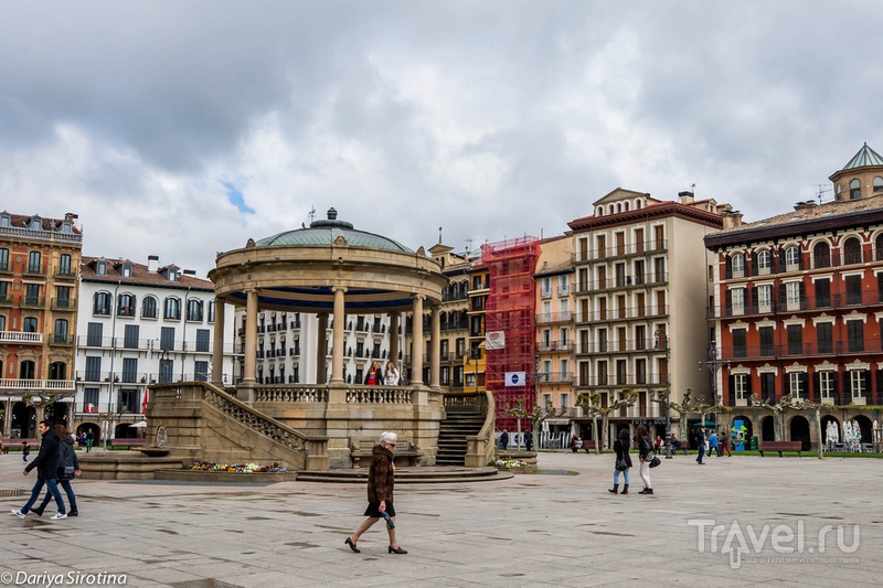 Пласа-дель-Кастильо в Памплоне, Испания / Фото из Испании