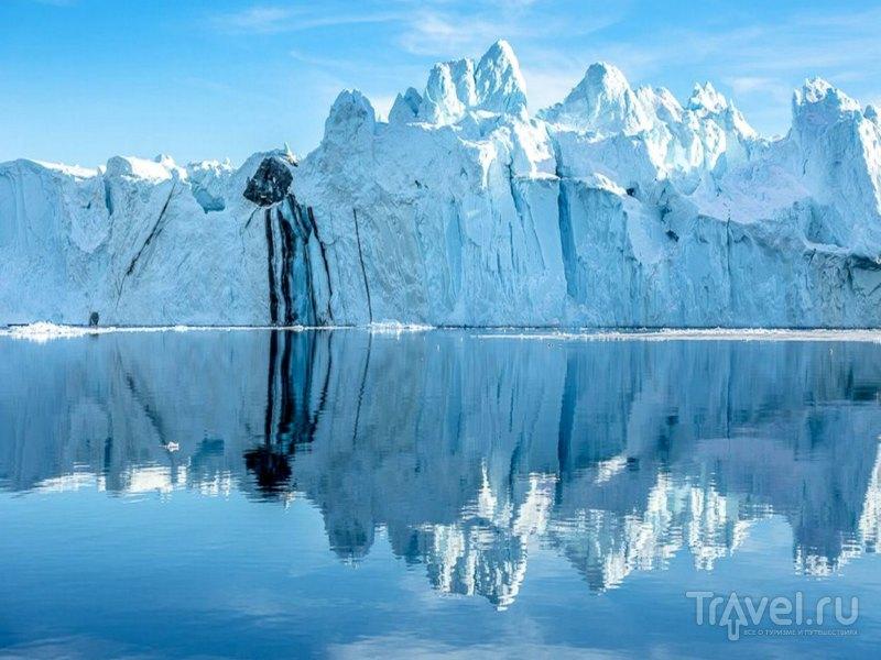 Пейзажи переливающихся на солнце айсбергов фьорда Илулиссат, Гренландия / Гренландия