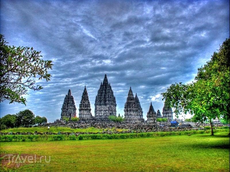 Прамбанан на острове Ява - памятник средневекового индонезийского искусства / Индонезия
